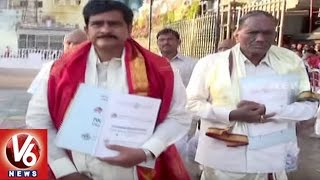 AP Minister Devineni Uma And Congress Leader Jana Reddy Visits Tirumala Temple | V6 News