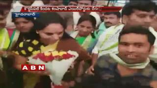 TRS MP Kavitha return to Hyderabad after Bathukamma celebrations in US (17-10-2016)