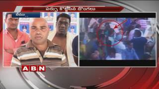 Pickpocket Thieves Caught on Camera in Sri Raja Rajeshwara Swamy temple at Vemulawada