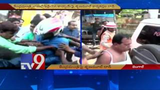 Trinamool workers attack Union minister Supriyo's convoy – TV9