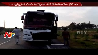 Private Travels Bus Hits Tractor In Suryapet District || Breaking News || NTV