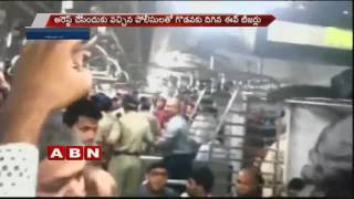 5 Arrested For Eve Teasing in Mumbai local train (20-10-2016)