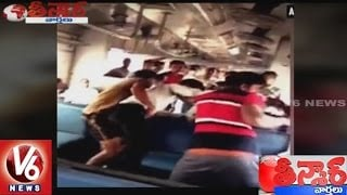 TTE Attacked by Passengers for Asking Ticket in a Local Train At Agra | Teenmaar News