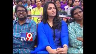 Rudramadevi Anushka with students