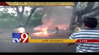 Thugs put fire to parked cars in Vijayawada